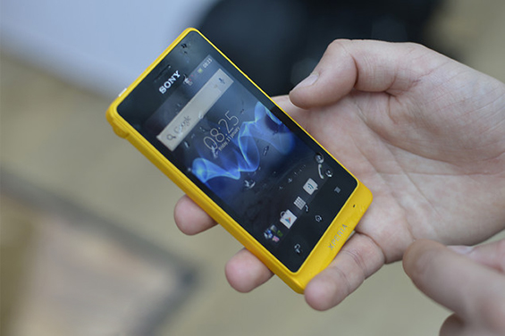 sony-xperia-go-rugged-and-waterproof-android-smartphone-pictures-and-hands-on-first-preview-4