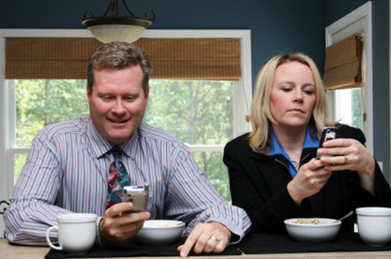 parents-talking-cell-phones1