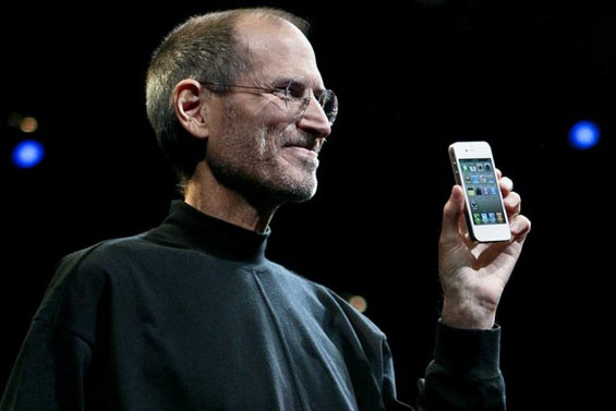 Steve_Jobs_iPhone4