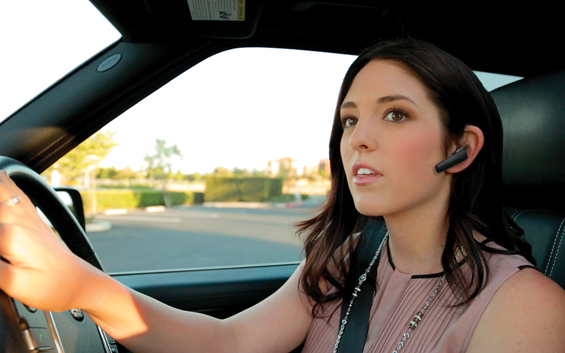 Mobile_Pro_Voyager_Legend_woman_driving_car_08OCT13
